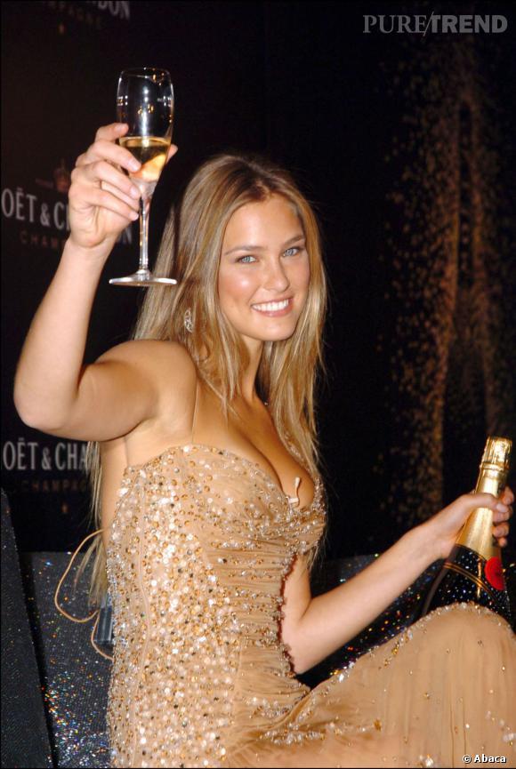 Bar Refaeli trinque au glamour.