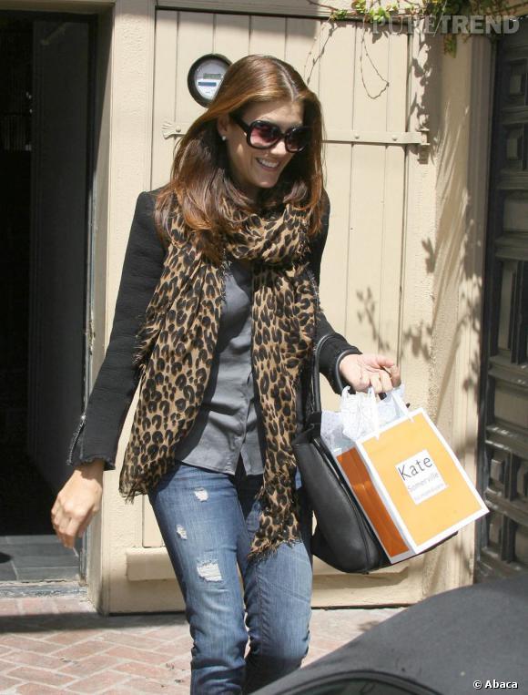 Kate Walsh à la sortie d'un salon de beauté à Los Angeles.
