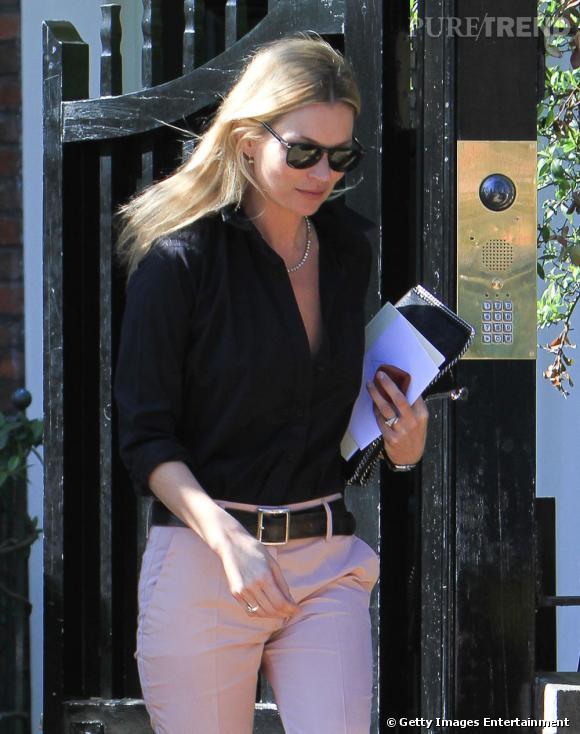 Kate Moss, son look sans faute à Londres.