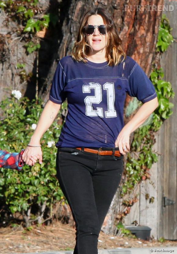 Drew Barrymore enceinte dans les rues de Los Angeles.