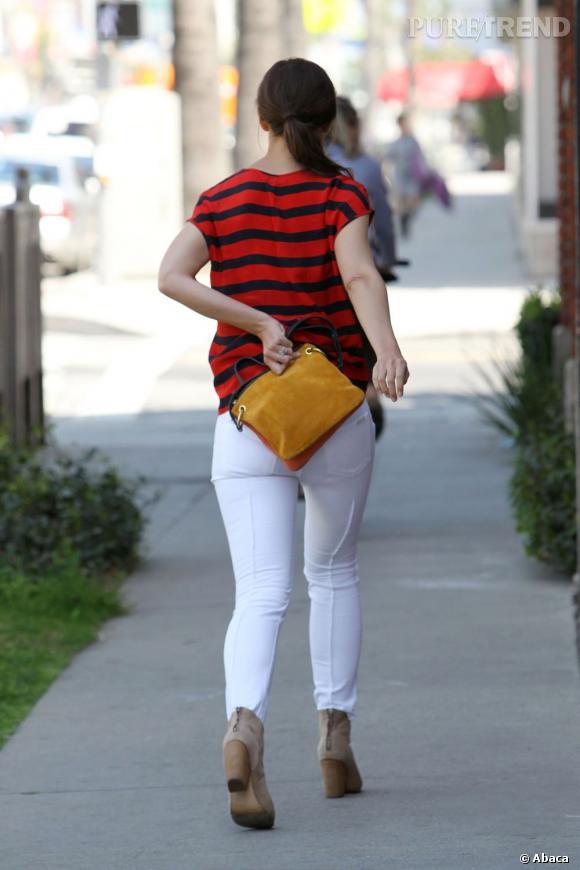 Katie Holmes cacherait-elle ses fesses ?