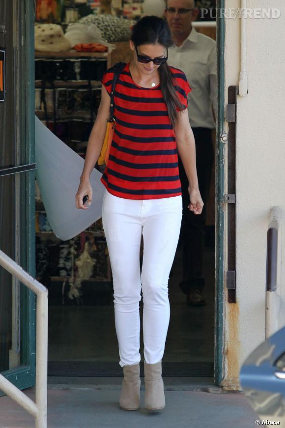 Katie Holmes toujours aussi accro aux rayures.