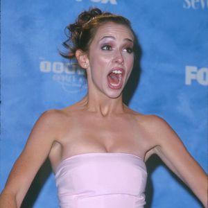 Le flop pose : Jennifer Love Hewitt a l'air légèrement trop étonnée. Légèrement trop.