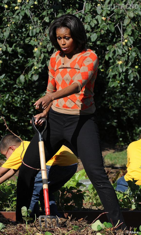Michelle Obama raffole du jardinage et ne se prive pas de s'adonner à sa passion.