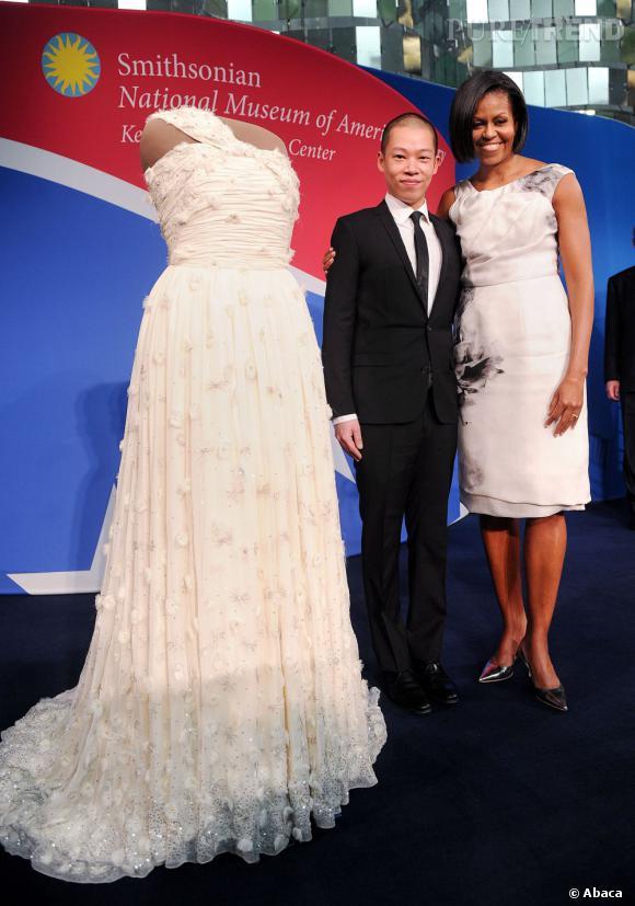 Michelle Obama et Jason Wu avec la fameuse robe offerte pour la bonne cause.