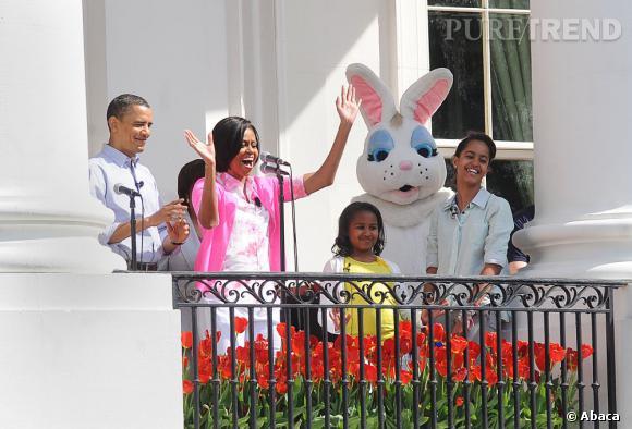 Michelle Obama adore les festivités présidentielles, c'est encore mieux si l'on y croise un lapin géant !