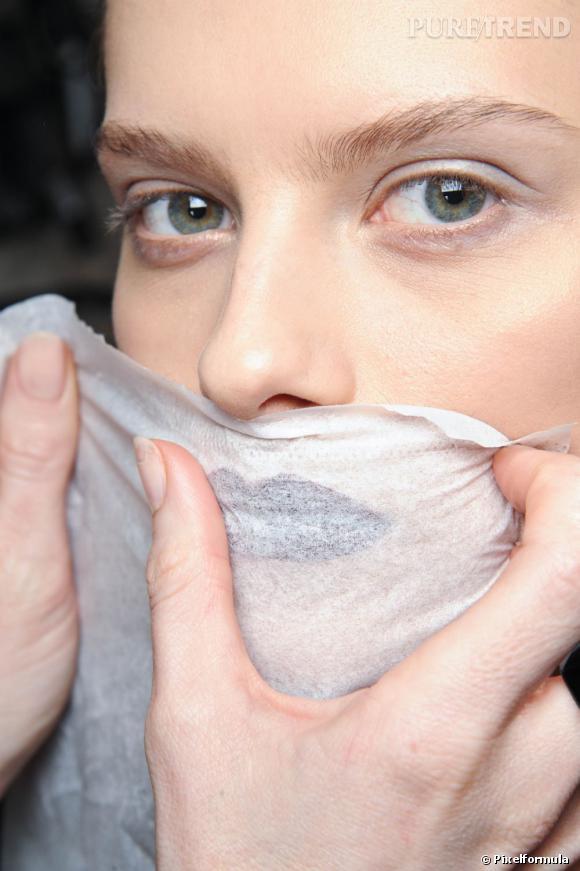 Les lingettes sont pratiques et efficaces, mais elles peuvent agresser la peau. On les reserve pour nos voyages ou en cas de situation exceptionnelle.