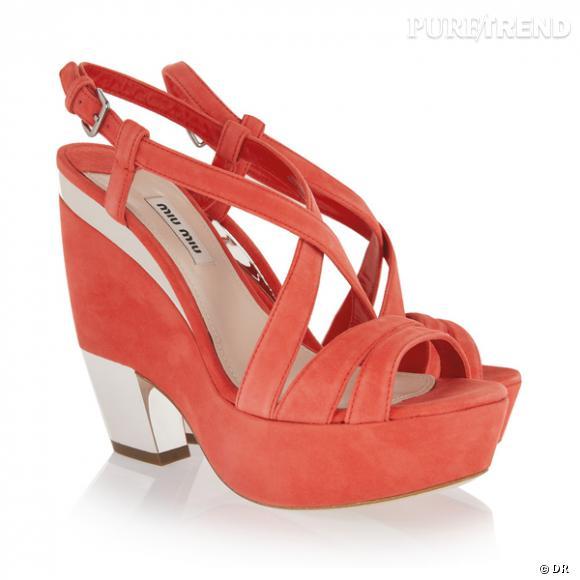 Sandales compensées Miu Miu        Prix : 430€     En vente sur    www.net-a-porter.com