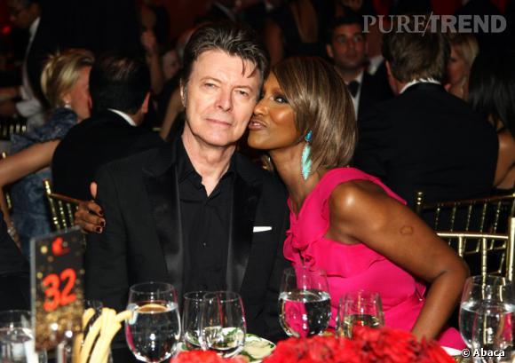 """Iman Bowie a aussi fêté sur Twitter ses 20 ans de mariage avec David Bowie : """"Moi et M. Jones... 20 ans d'anniversaire de mariage aujourd'hui ! Et je le referai encore aujourd'hui sans hésiter""""."""