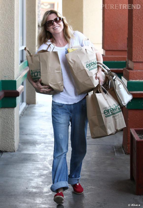 Ellen Pompeo laisse le style au placard pour faire ses courses à Los Angeles.