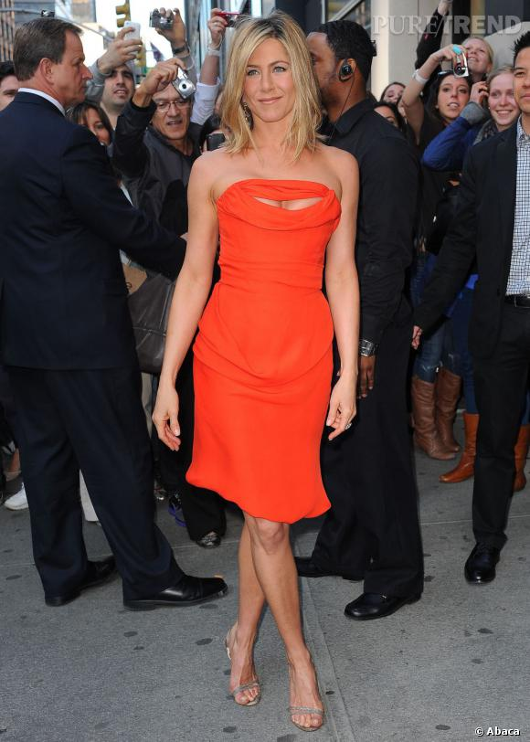 Jennifer Aniston ou le sexy découpé en Vivienne Westwood.