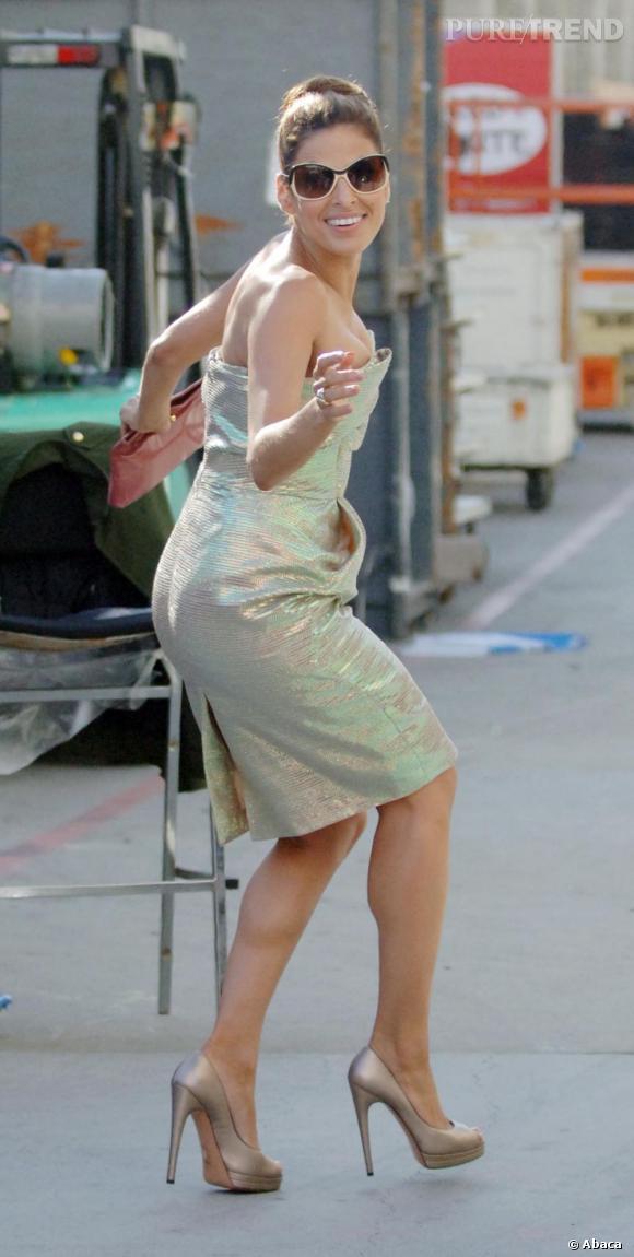 Eva Mendes brillante pin-up en Vivienne Westwood.
