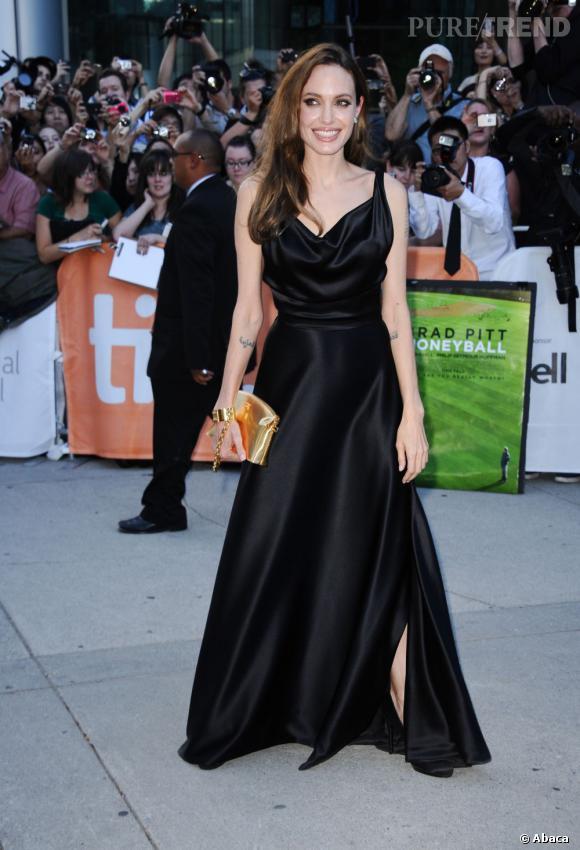 Angelina Jolie sublime ses courbes en Vivienne Westwood.