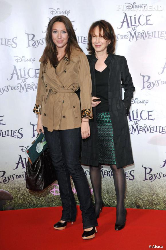 Laura Smet, aussi élégante que sa mère Nathalie Baye.