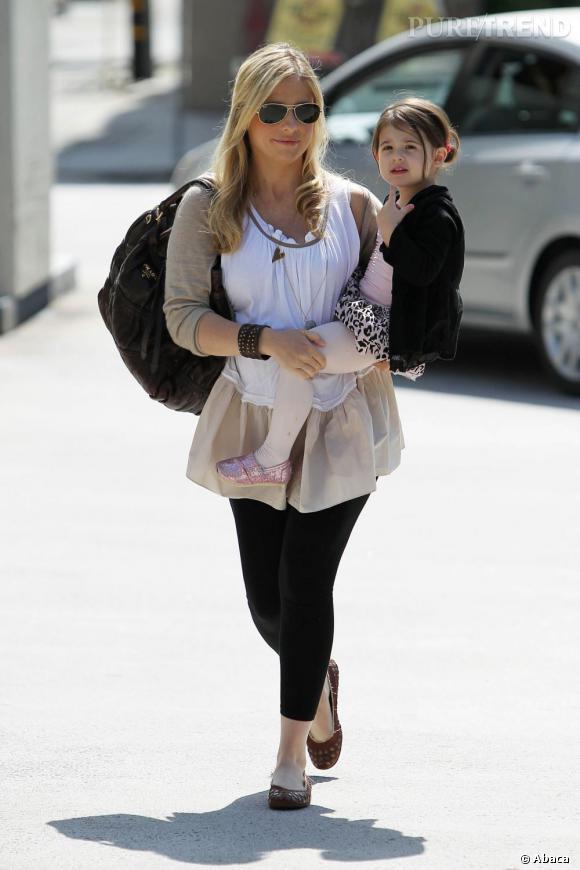 Sarah Michelle Gellar et sa fille misent toutes les deux sur le jupon par dessus un gros collant.