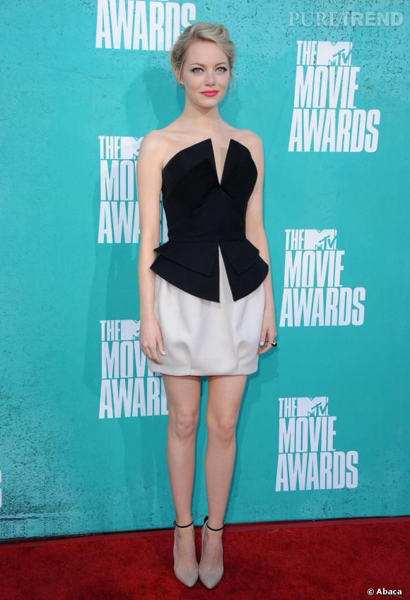 Emma Stone jolie poupée en création Martin Grant.