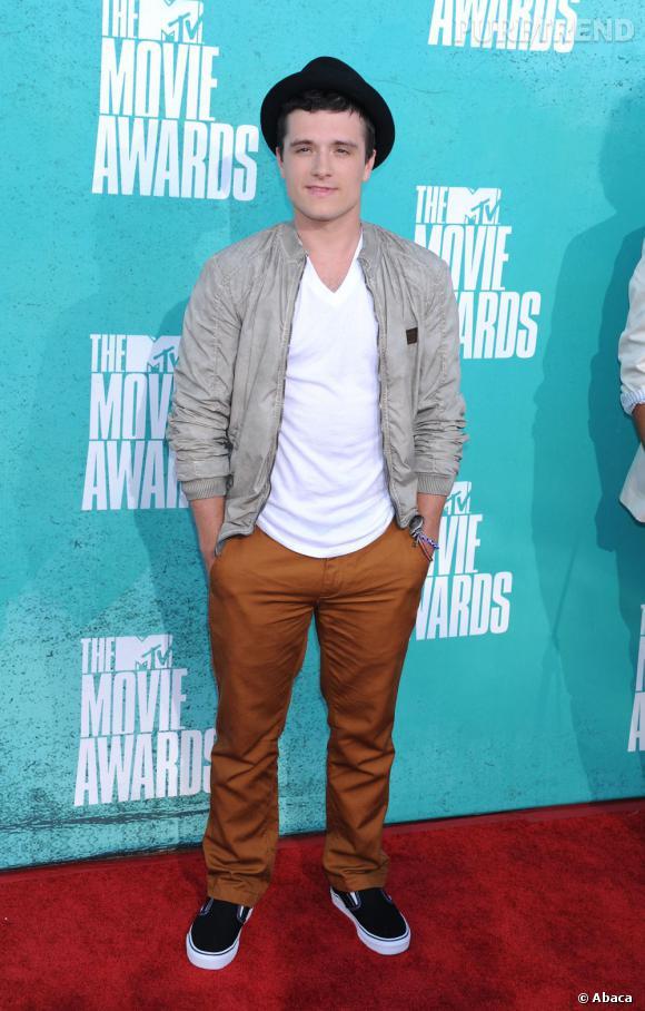 """Meilleur acteur de l'année, Josh Hutcherson de """"The Hunger Games"""" cultive un sens du style original."""