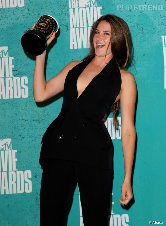 Shailene Woodley, révélation de l'année, se lâche et opte pour un décolleté made in Stella McCartney.