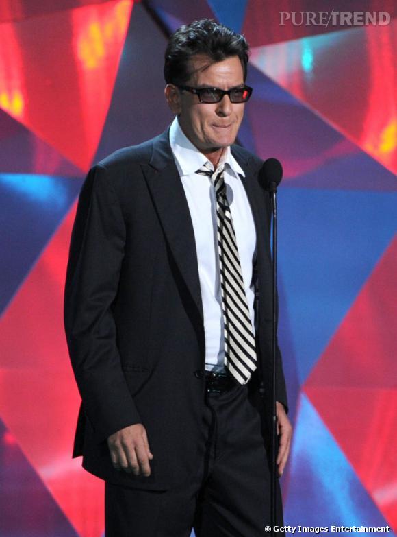 Charlie Sheen fait une apparition sur scène.