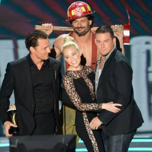 "Elizabeth Banks tombent sous le charme de Matthew Mcconaughey, Joe Manganiello et Channing Tatum, les héros du film ""Magic Mike""."