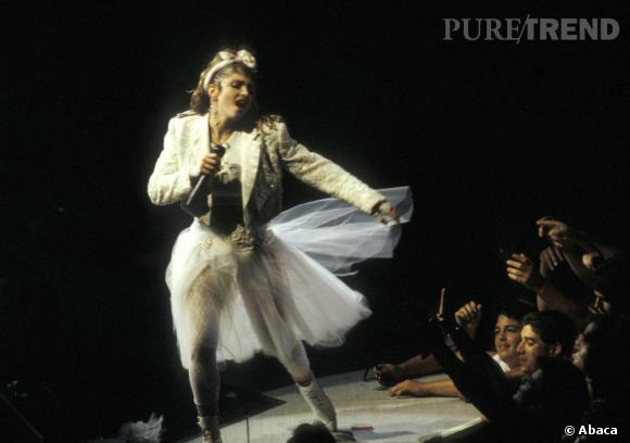 Madonna, la première à jouer la carte des concerts provoc' au MTV Vidéo Award en 1984.