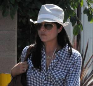 Le flop mode : Selma Blair et son chapeau machouillé