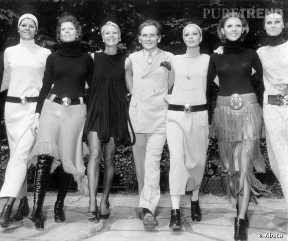 Pierre Cardin pose avec ses mannequins