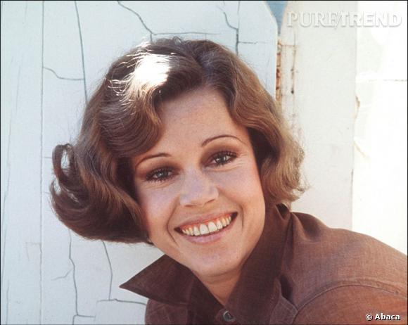 Jane Fonda craque pour le carré cranté, très tendance à l'époque