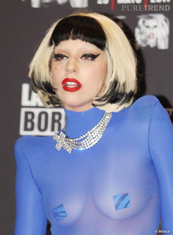 Lady Gaga, cachez-moi ces seins !