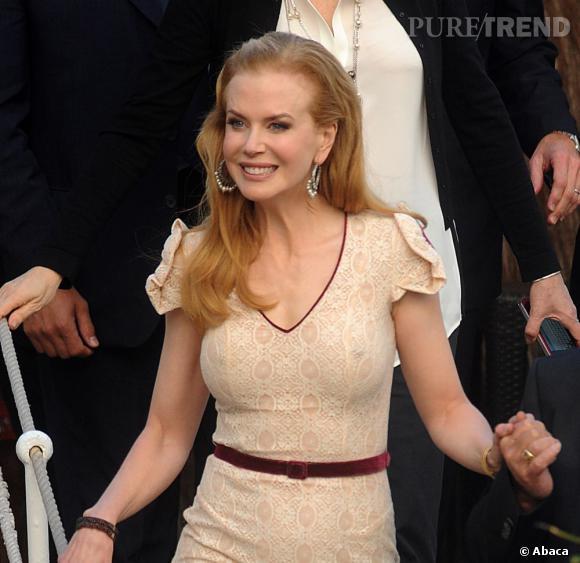 Nicole Kidman,  exhibe ses seins en toute délicatesse.