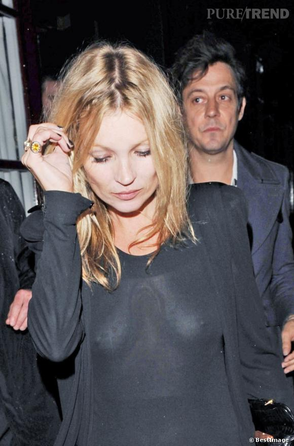 Kate Moss,  tes petits seins de Bakélite, qui s'agitent...