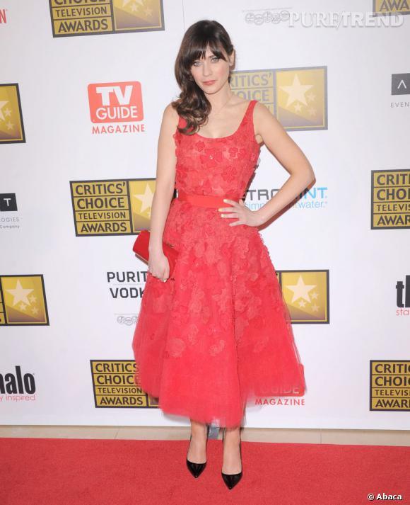 """Zooey Deschanel, resplendissante, remporte le prix de la meilleure actrice dans une série comique, pour """"Girl"""" !"""
