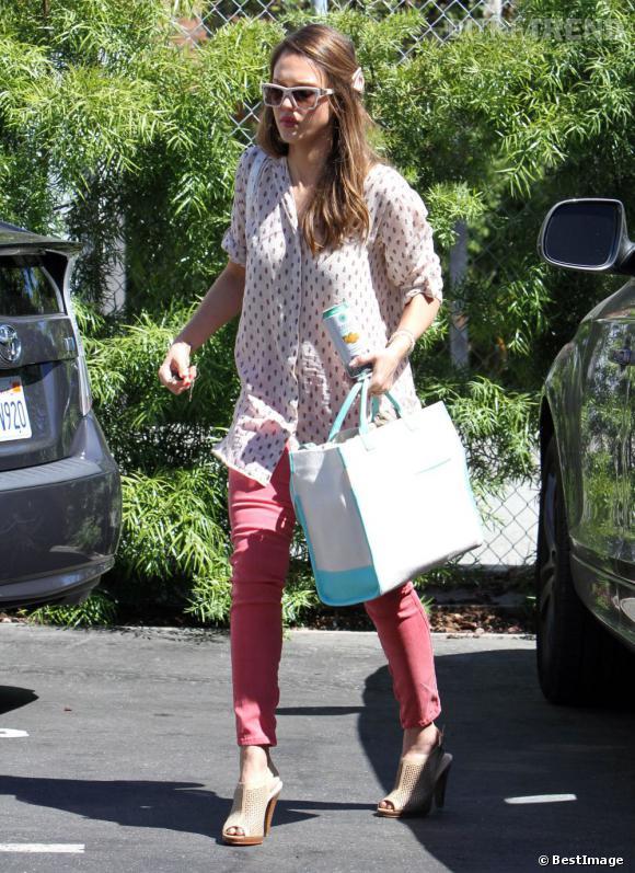 Jessica Alba dans les rues de Santa Monica le 27 juin.