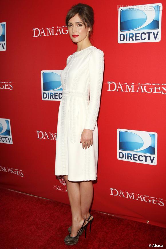 """Rose Byrne, tout de blanc vêtue pour la première de la saison 5 de sa série """"Damages"""""""