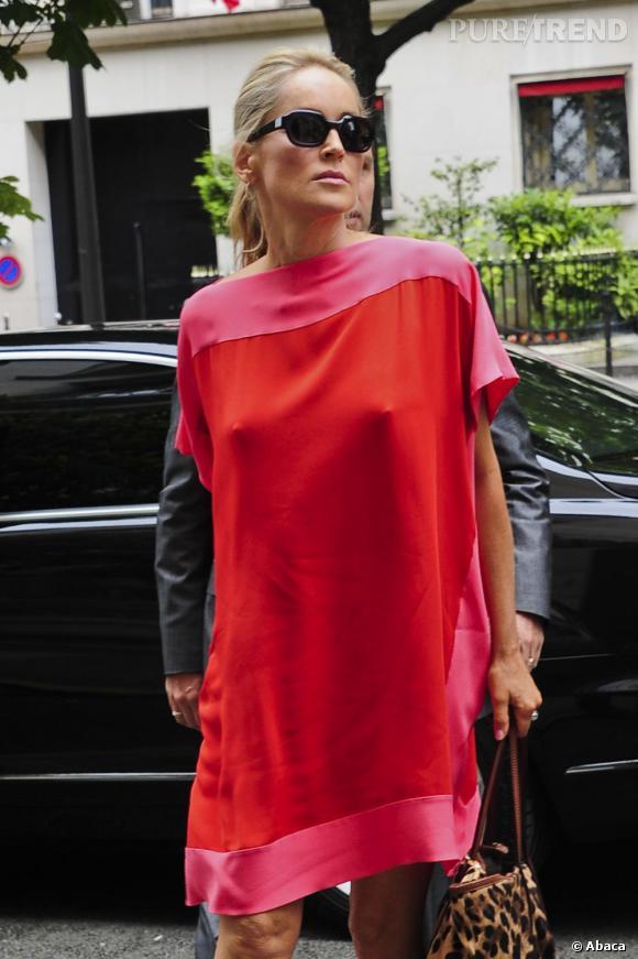 Sharon Stone à Paris sort de son hôtel : le Ritz.
