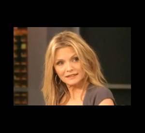 Michelle Pfeiffer témoigne de son admiration pour Anne Hathaway pendant l'émission The View.