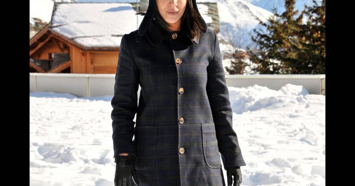 Leila Bekhi fait son entrée aux César 2011, en robe