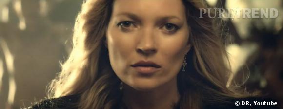 Kate Moss apparait en gros plan, belle au naturel, comme d'habitude