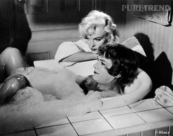"""""""Certains l'aiment chaud"""" de Billy Wilder.     1959   Le travestissment comme meilleure arme de séduction ? La question de l'identité sexuelle n'est chez Billy Wilder jamais évoquée. On est en 59 à Hollywood."""