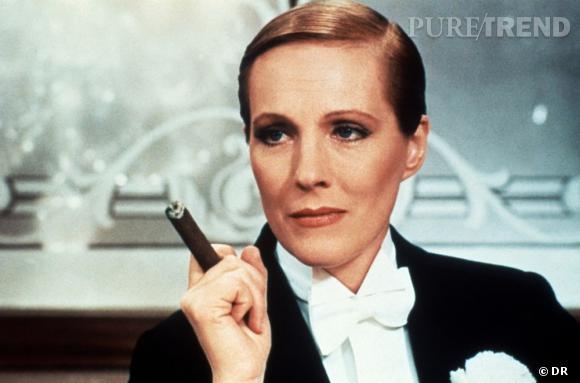 """""""Victor, Victoria"""" de Blake Edwards     1982   Blake Edwards filme sa femme Julie Andrews dans le costume d'un homme et dessine les contours d'un questionnement sur l'attirance homosexuelle."""