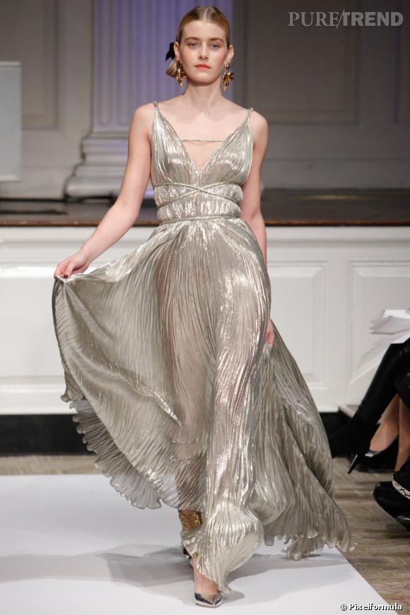 Pre-Fall 2012 Oscar de la Renta, le plissé et le gold sont à l'honneur.