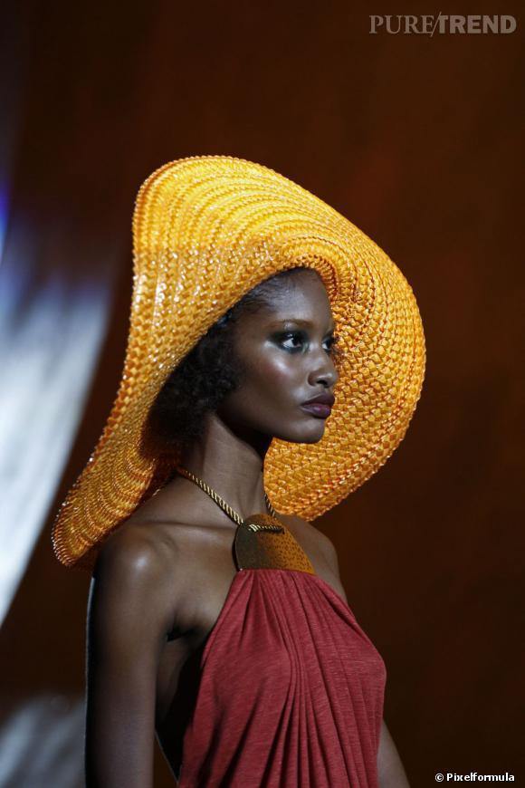 L'été 2011, Marc Jacobs faisait partie de ces créateurs qui relançaient le chapeau oversized.