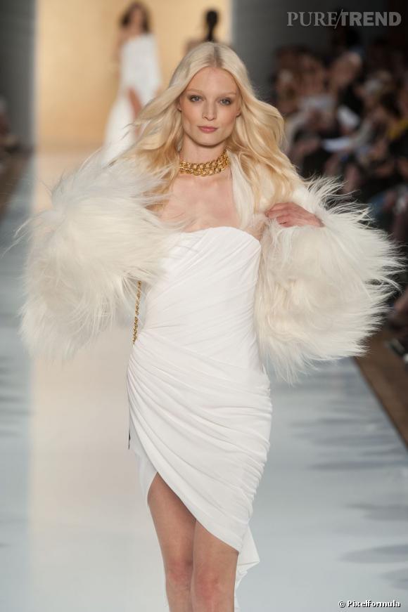 Pour l'Automne-Hiver 2012/2013, Alexandre Vauthier ose fourrure de yéti/robe blanche sur un mannequin blond comme les blés. Ça vous rappelle quelqu'un ?