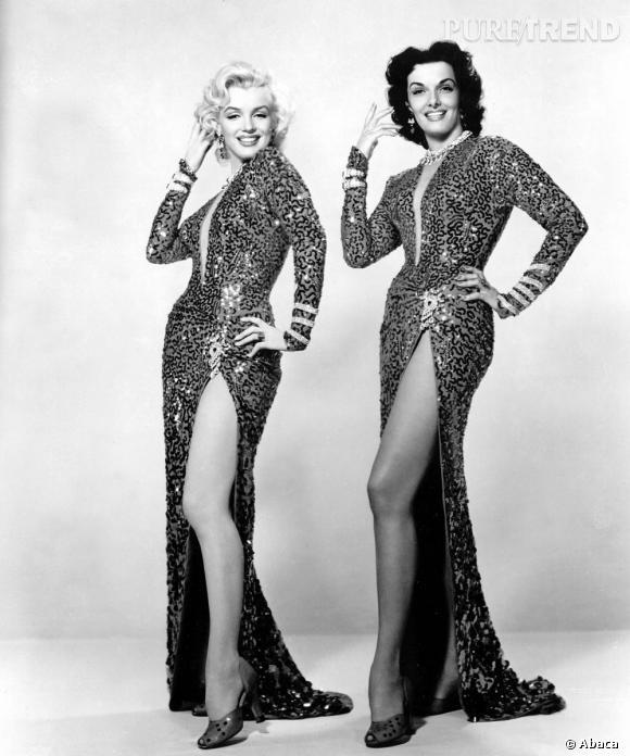 Première scène du film Les hommes préfèrent les blondes, Marilyn Monroe et Jane Russell scintillent dans des robes identiques dont chaque paillette a été cousue à la main en spirale pour mieux attraper la lumière. On retiendra le fendu magistral qui met K.O Angelina Jolie et les autres plantes d'Hollywood.