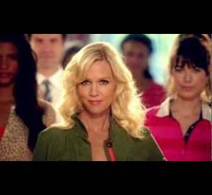 Jennie Garth et les acteurs de ''Beverly Hills'' se parodient pour Old Navy