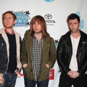Alors que les Maroon 5 étaient dans une grande maison de Los Angeles pour enregistrer leur album, le guitariste James Valentine a affirmé que la maison était hantée par un certain Harry Houdini. Un magicien mort au 19ème siècle. Ca fait froid dans le dos !