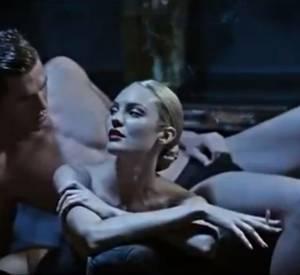 Candice Swanepoel voyeuse de charme pour Brian Atwood.