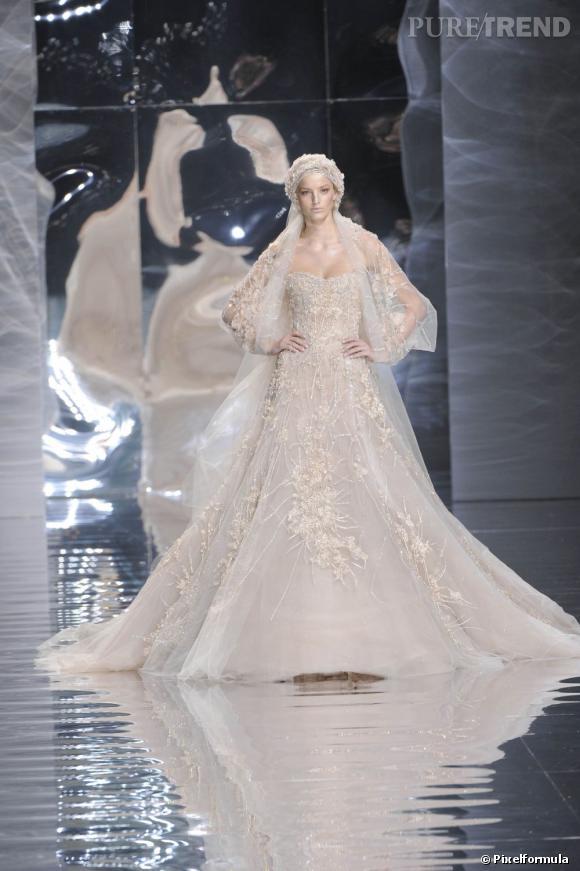 Sculpturale pour la collection Haute-Couture Printemps-Ete 2010.