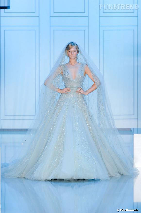 Rebrodée d'une pluie de paillette comme pour ce modèle Haute-Couture de la collection Automne-Hiver 2011/2012.