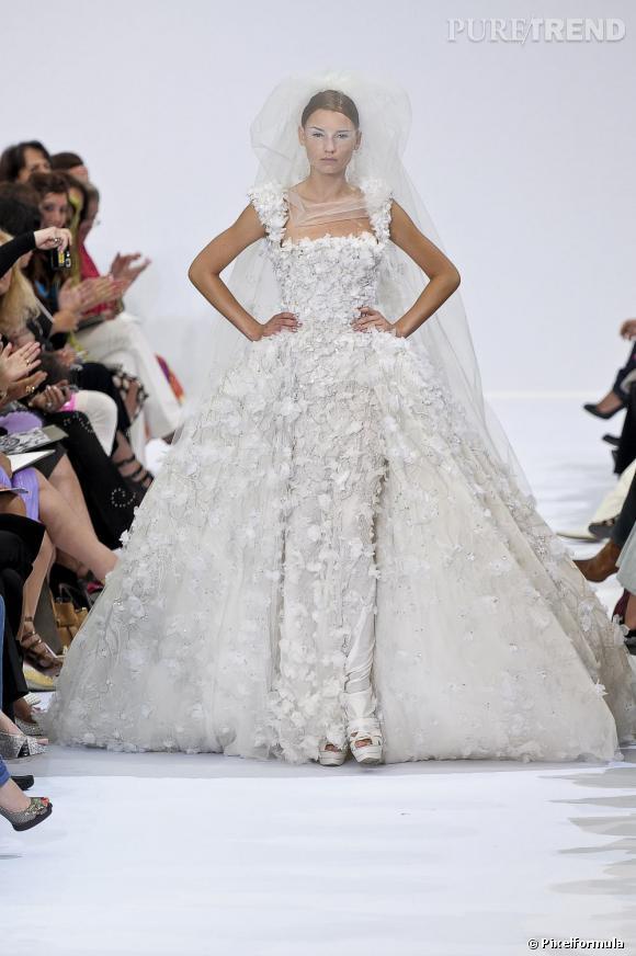 Bohème et fleurie version Haute-Couture de la collection Automne-Hiver 2009/2010.